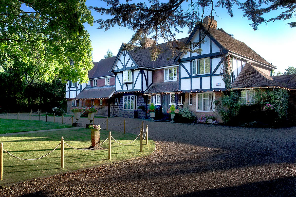 One Night Garden of England Escape with Champagne for Two at Little Silver Country Hotel