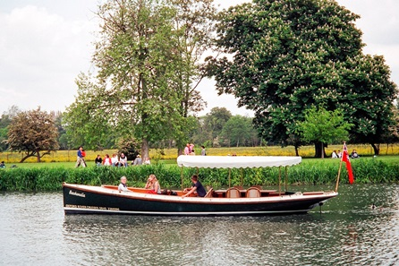 Oxford River Cruise with Prosecco and Three Course Dinner at The Folly for Two