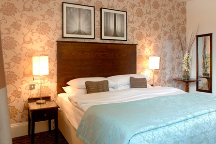 One Night Break with Dinner for Two at The White Swan Hotel