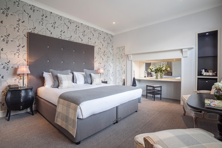One Night Bath City Break with Prosecco for Two at the 5* Roseate Villa