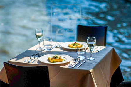 Sunday Night London Escape with Bateaux Thames Lunch Cruise for Two